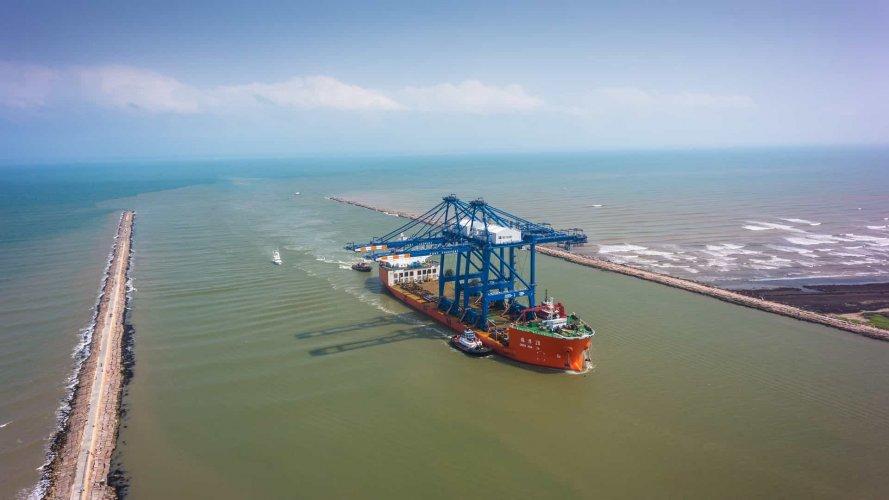 Port Freeport Crane arrival